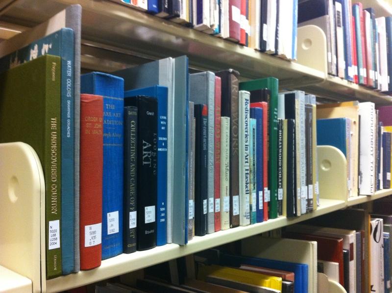 Art_Books_on_Library_Shelf